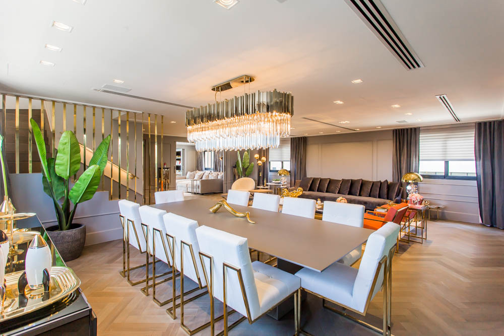 European Classic Meets Art Décor: CHECK OUT ⬇️ This Luxurious Penthouse in Brazil By Electrix Design! electrix design European Classic Meets Art Décor: CHECK OUT ⬇️ This Luxurious Penthouse in Brazil By Electrix Design! DiningElectrix