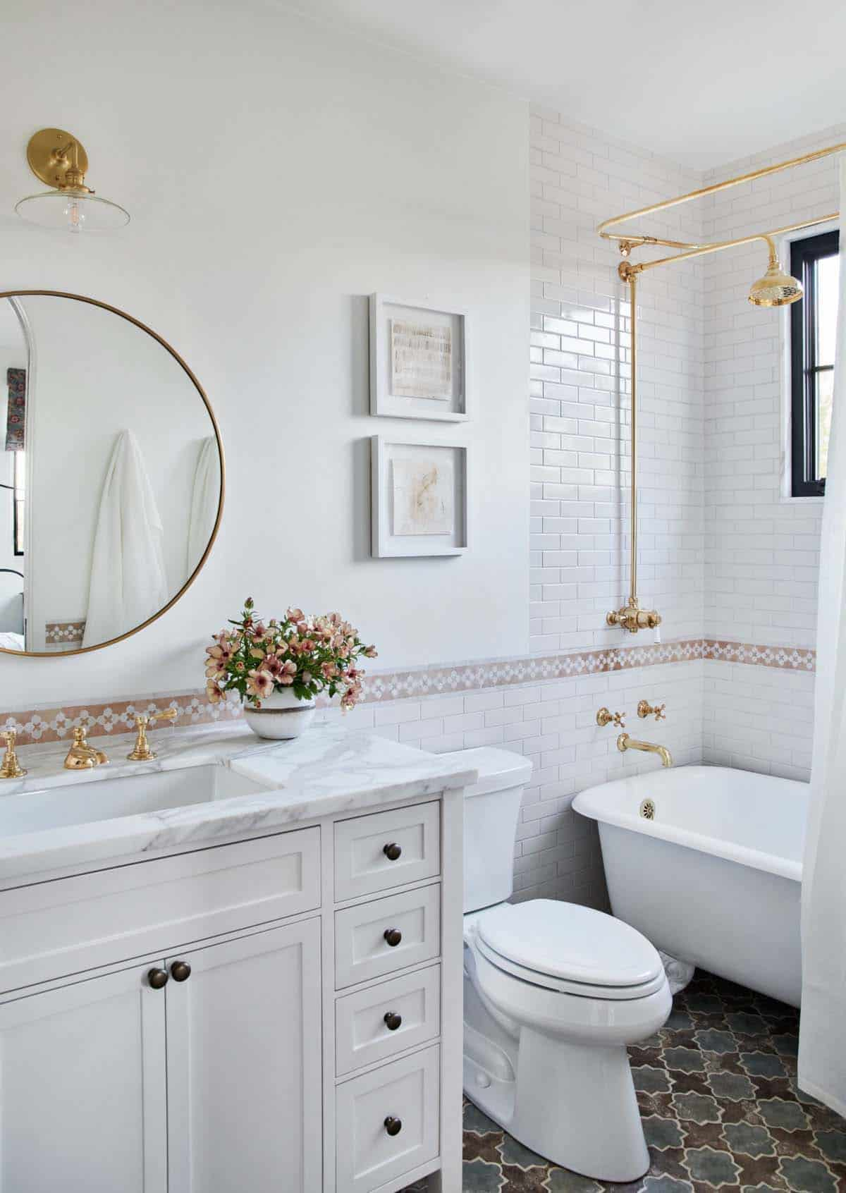 🛀 These Stunning Spanish Bathroom Décor Ideas Are Our Dream Relax Spot!  spanish bathroom décor ideas 🛀 These Stunning Spanish Bathroom Décor Ideas Are Our Dream Relax Spot! 19