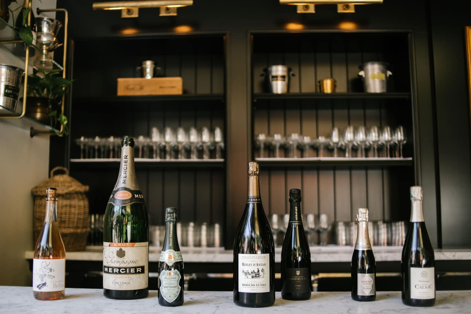 This All-Black Champagne & Oyster Bar in NYC Will Make Us Want To Toast Before New Year's Eve! oyster bar This All-Black Champagne & Oyster Bar in NYC Will Make Us Want To Toast Before New Year's Eve! 7